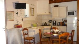 gite-mont-ventoux-domaine-beauvalcinte-cuisine17b