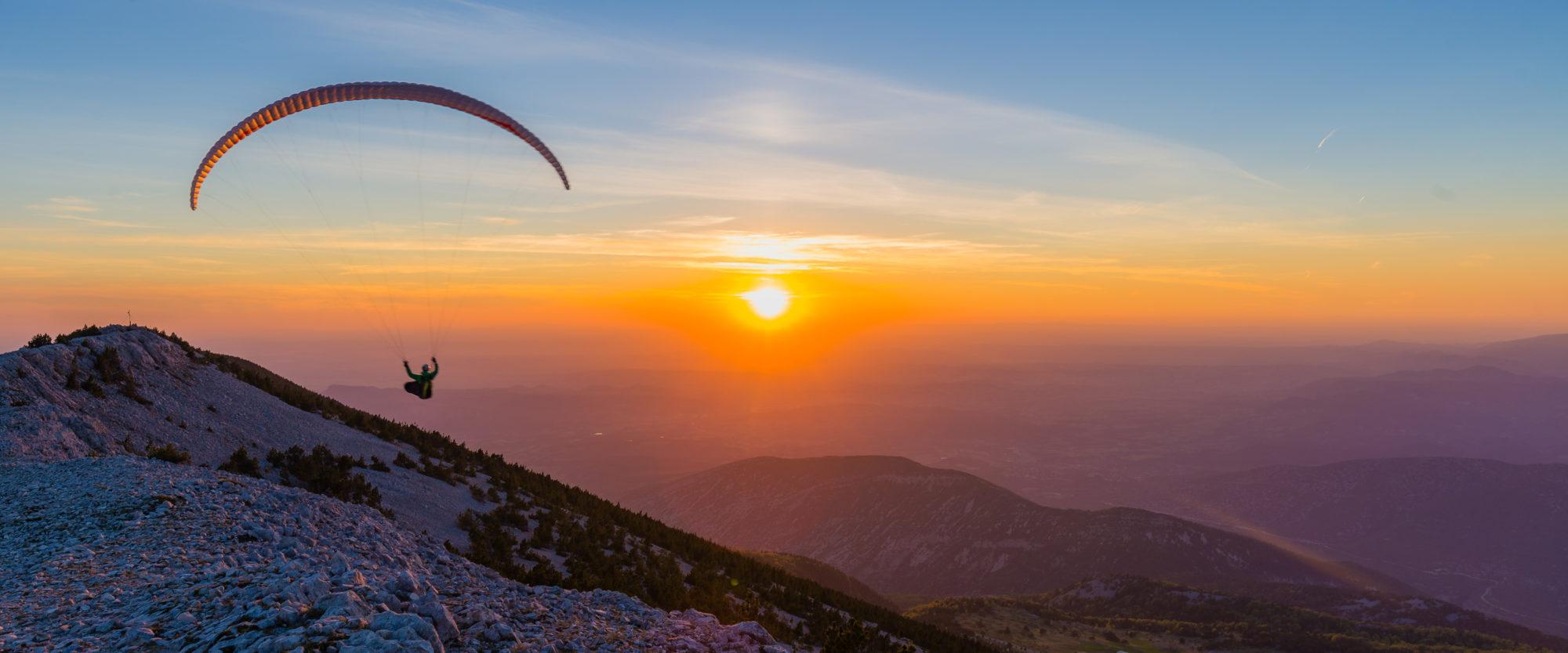 planer sur le mont ventoux en aile delta ou parapente